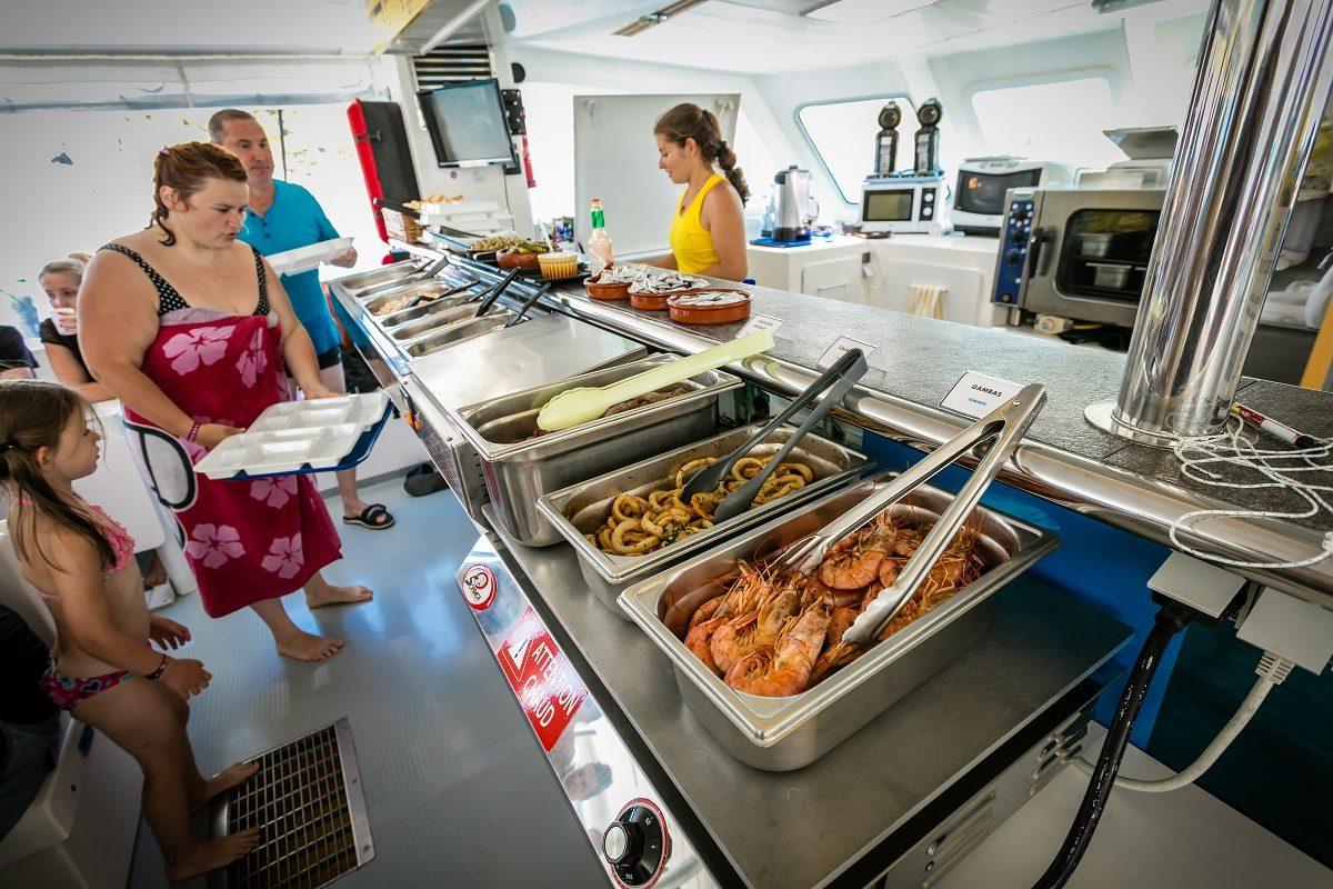croisiere grillade et baignade a paulilles a bord du catamaran navivoile depart canet en roussillon ou port vendres collioure