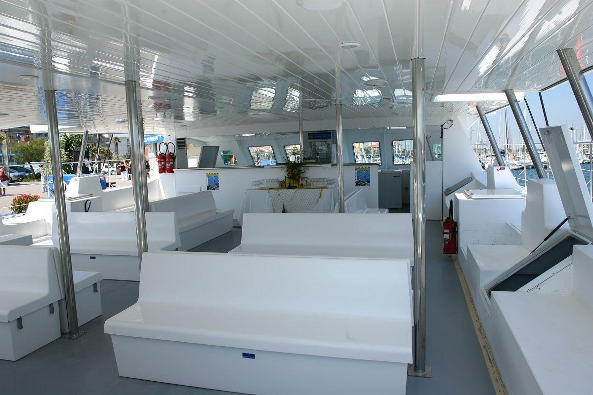 catamaran navivoile croisiere coucher de soleil au depart de canet en roussillon avant appareillage port de canet en roussillon
