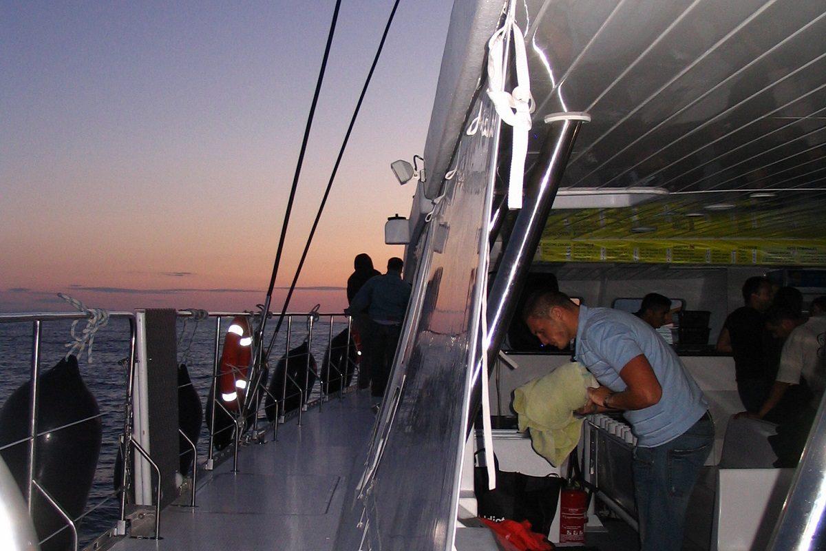 catamaran navivoile croisiere coucher de soleil au depart de canet en roussillon soiree d'ete