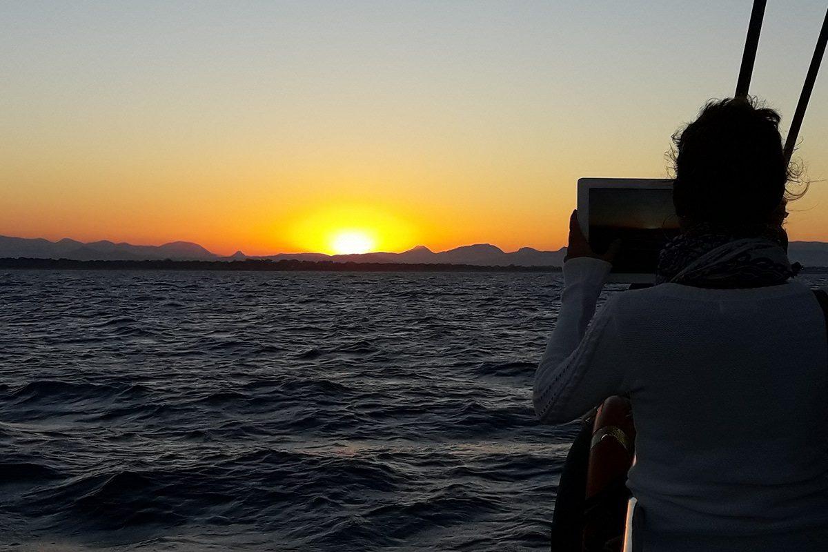 catamaran navivoile croisiere coucher de soleil au depart de canet en roussillon soleil couchant a proximite de bugarach