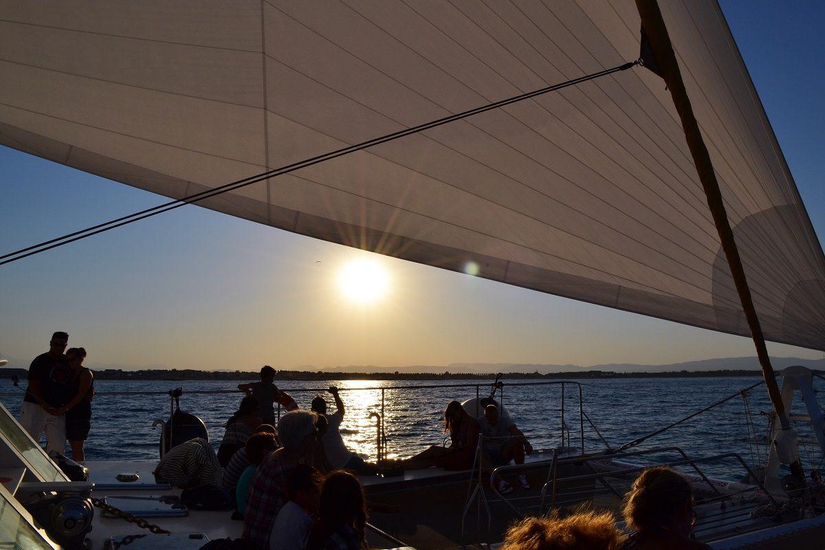 catamaran navivoile croisiere coucher de soleil au depart de canet en roussillon vue sur sainte marie la mer