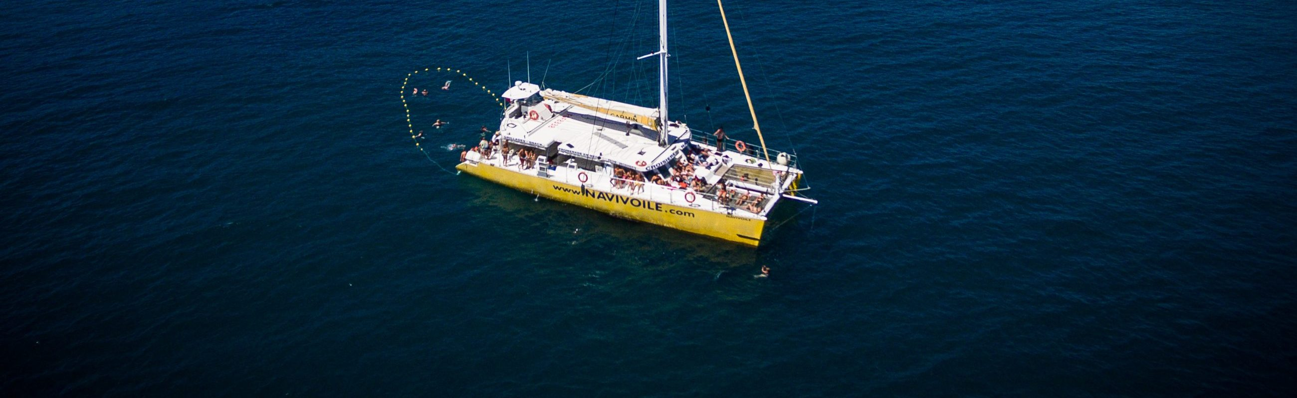 catamaran navivoile croisiere grillade et baignade sur le bateau baie de paulilles
