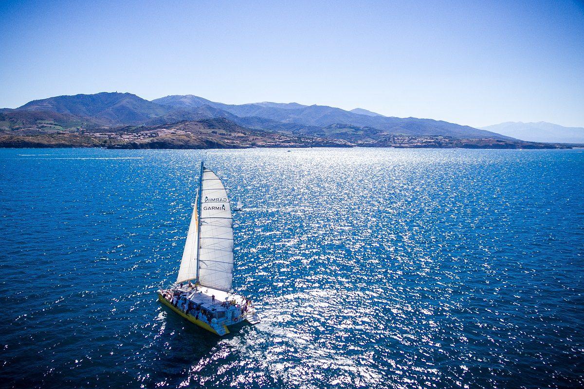 catamaran navivoile croisiere grillade et baignade sur le bateau en baie de paulilles au depart de canet en roussillon ou port vendres navigation voiles
