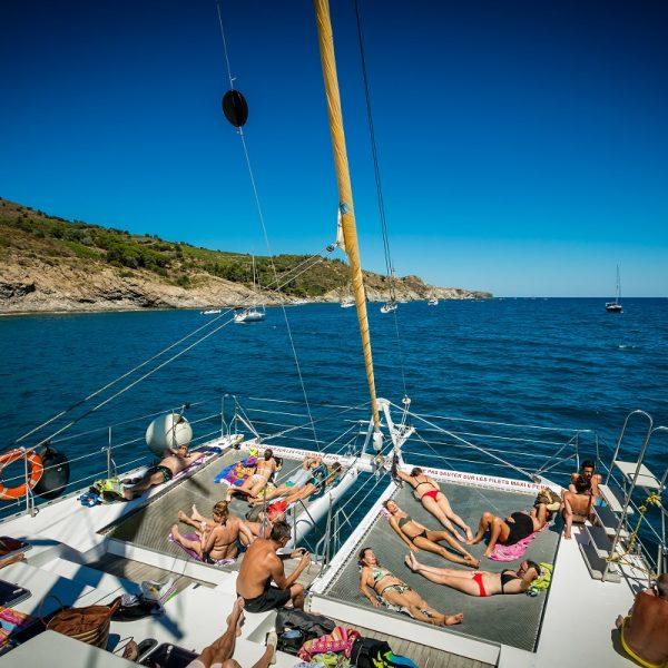catamaran navivoile croisiere grillade et baignade sur le bateau en baie de paulilles au depart de canet en roussillon ou port vendres vue plage avant