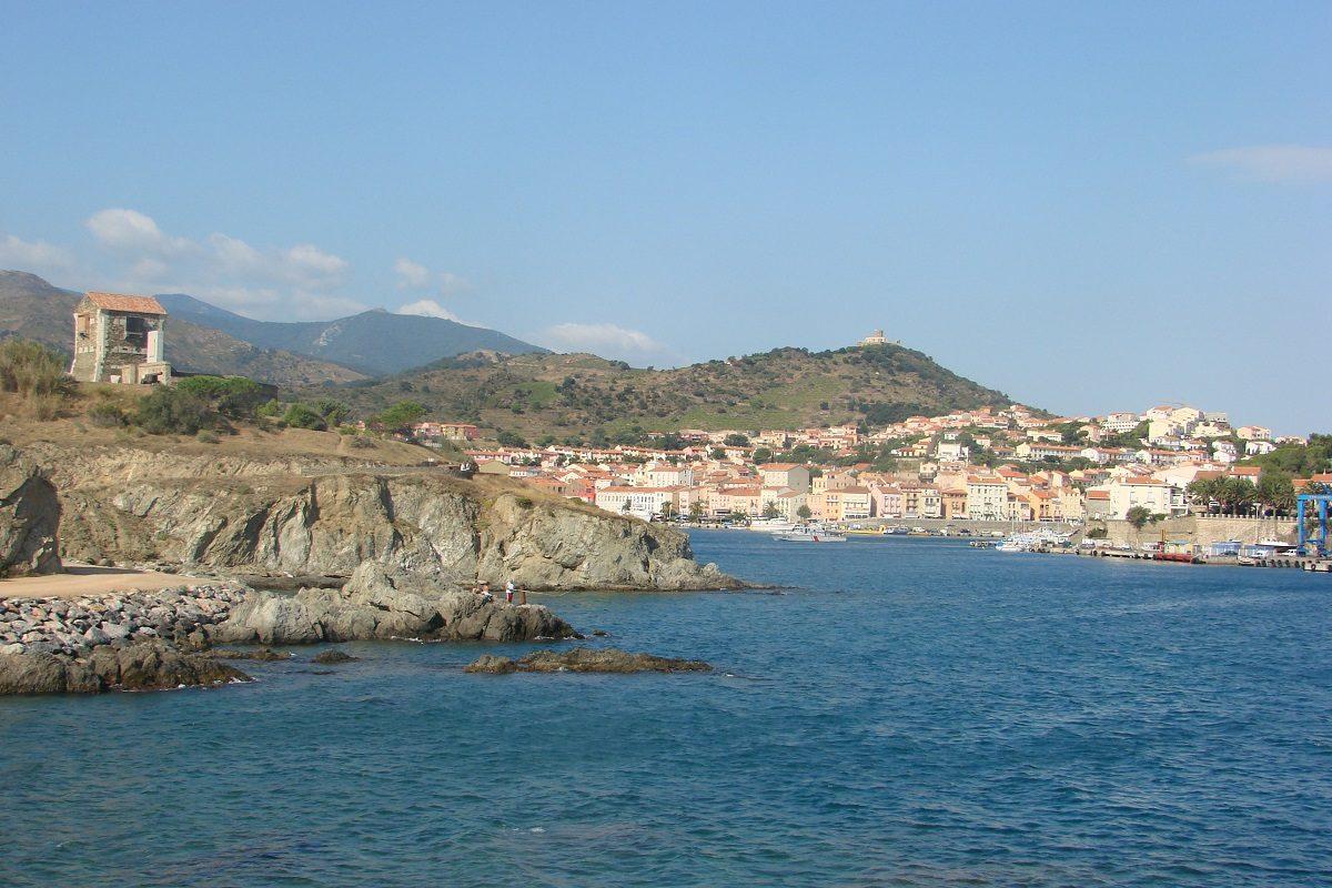 catamaran navivoile balade en mer a la voile au depart de canet en roussillon ou port vendres en navigation sur la cote catalane