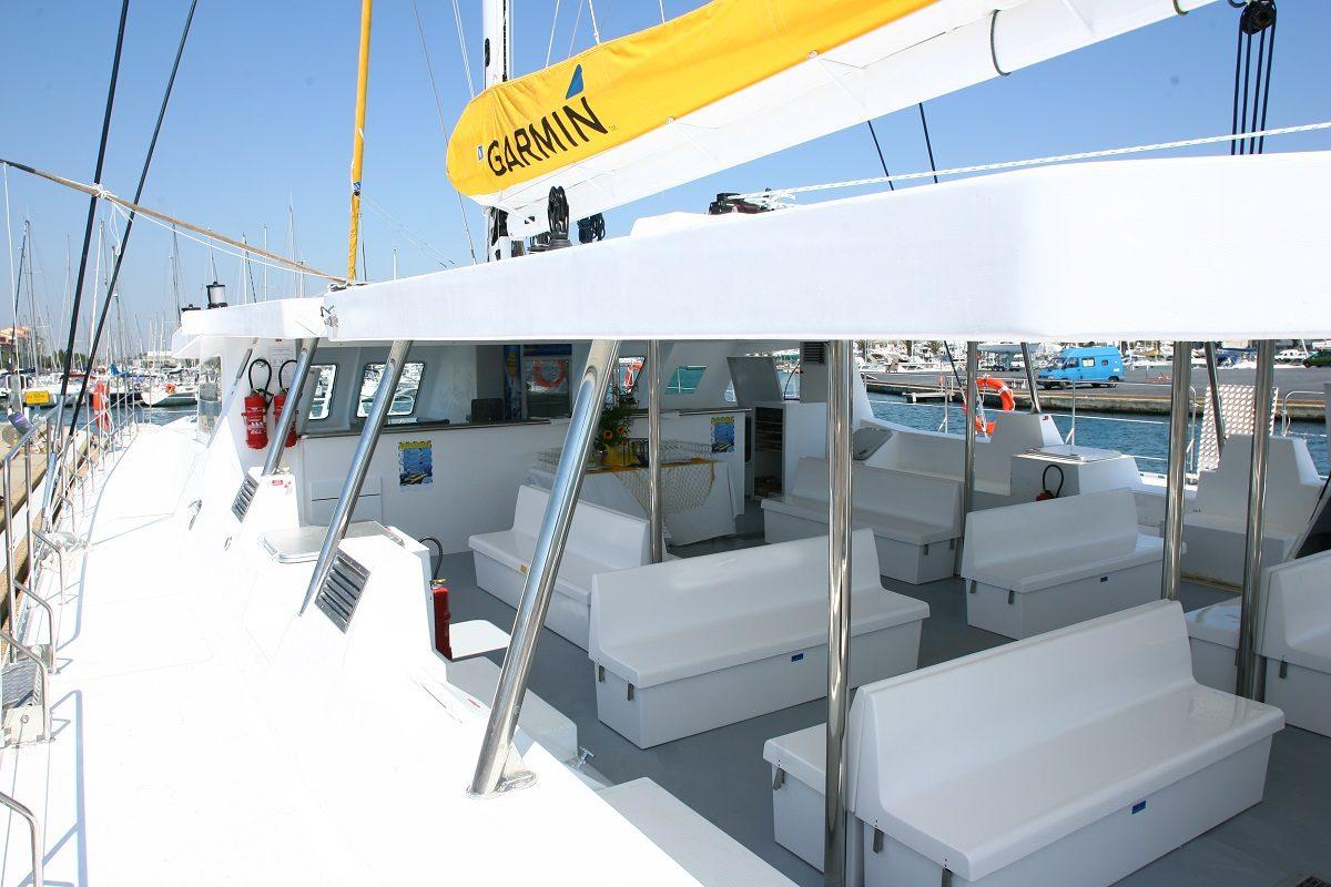 catamaran navivoile excursion en bateau à la voile au départ de canet en roussillon ou port vendres avant embarquement