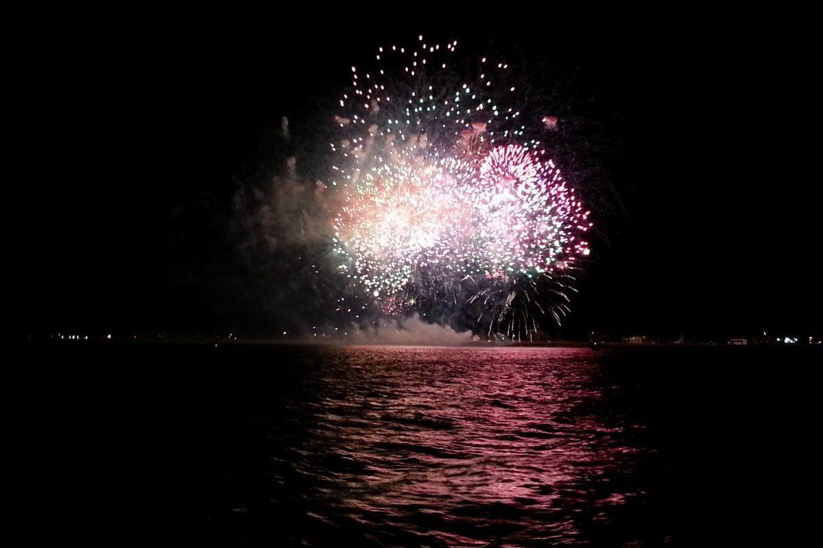 catamaran navivoile feu artifice du 6 août au barcares depart de canet en roussillon