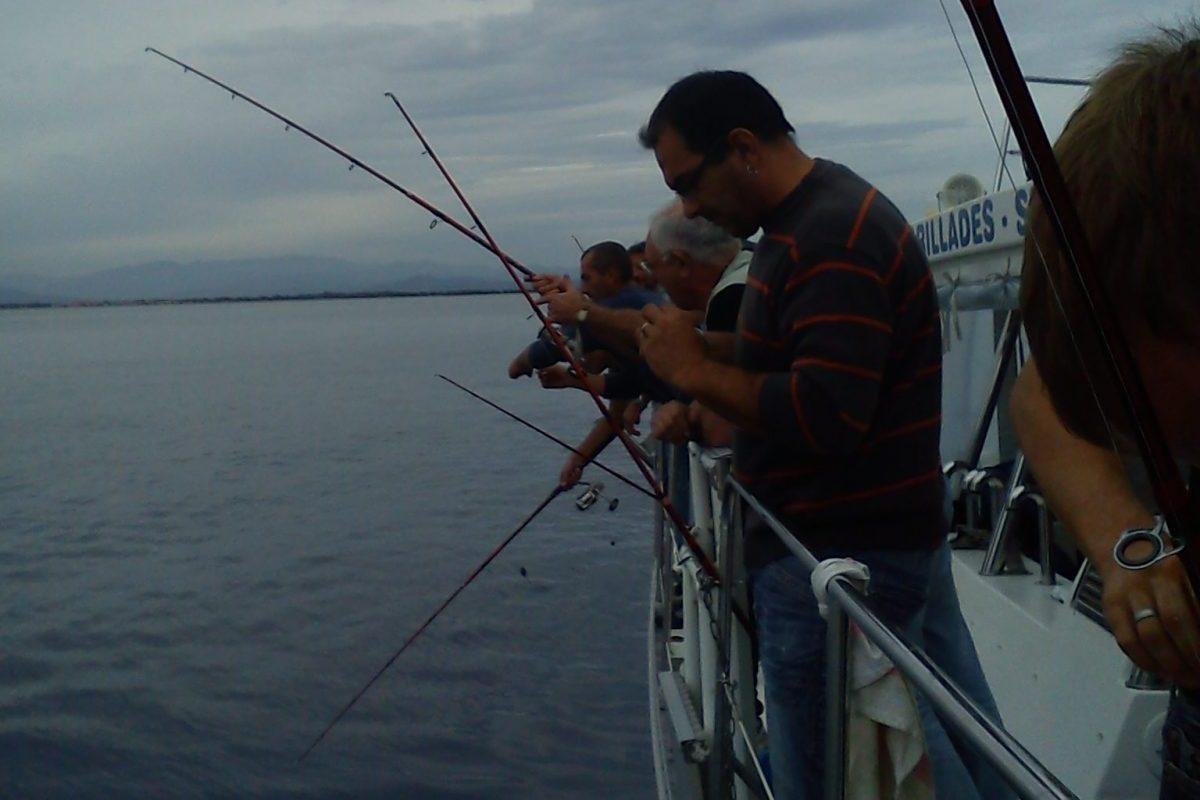 catamaran navivoile peche cotiere en face de canet en roussillon en peche au mouillage