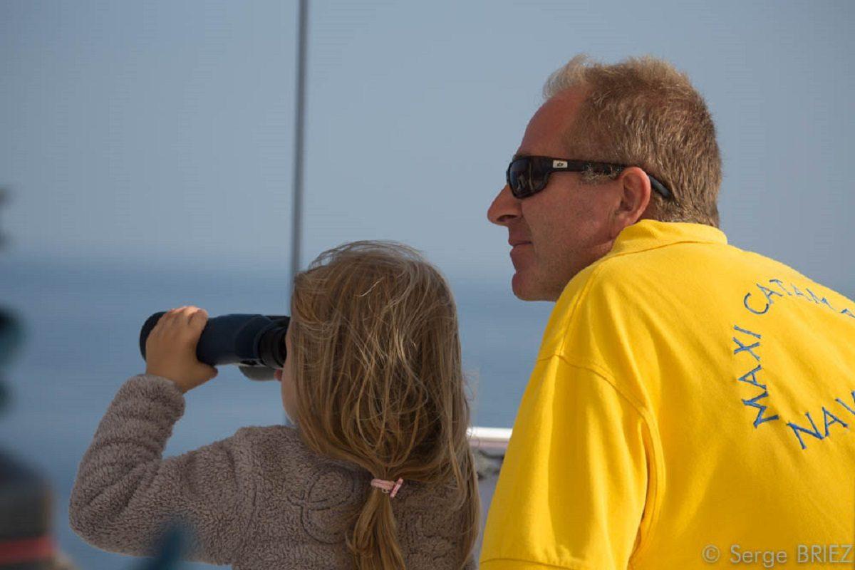 catamaran navivoile sortie a la rencontre du grand dauphin au depart de port vendres ou canet en roussillon jeune recrue en observation avec jumelles
