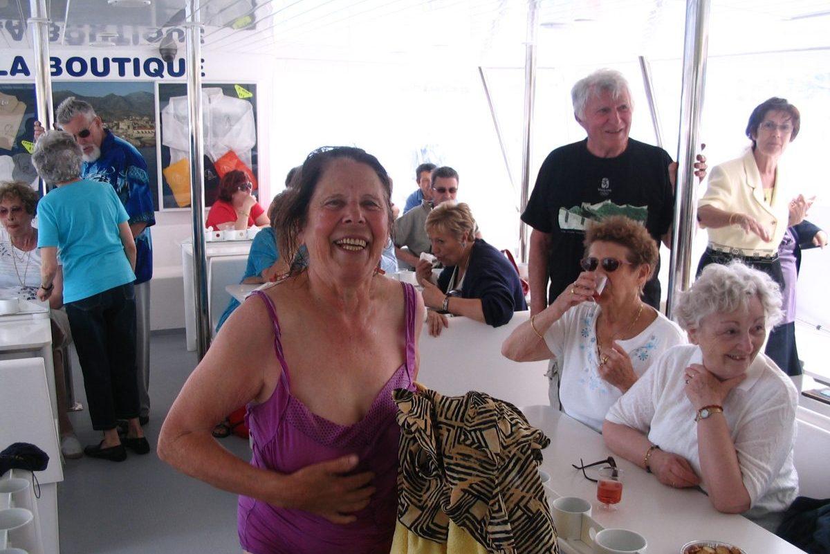 catamaran navivoile tarifs groupe agence bateau non privatise au depart de port vendres ou canet en roussillon baigneur heureux
