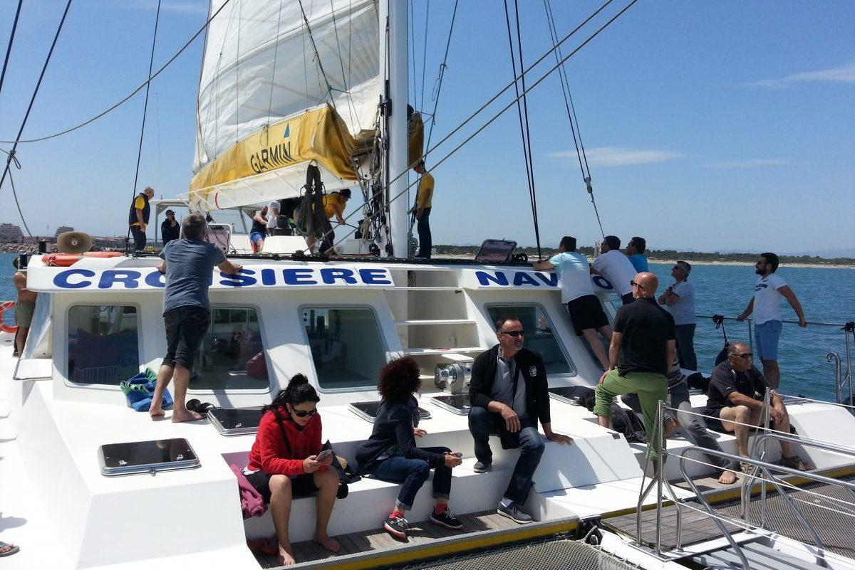 catamaran navivoile tarifs groupe agence bateau non privatise au depart de port vendres ou canet en roussillon et navigation sous voile