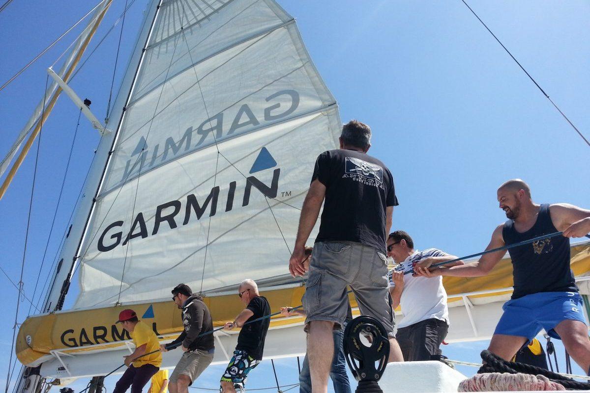 catamaran navivoile tarifs groupe agence bateau privatise au depart de canet en roussillon ou port vendres dans les pyrenees orientales avec donneur d'ordre