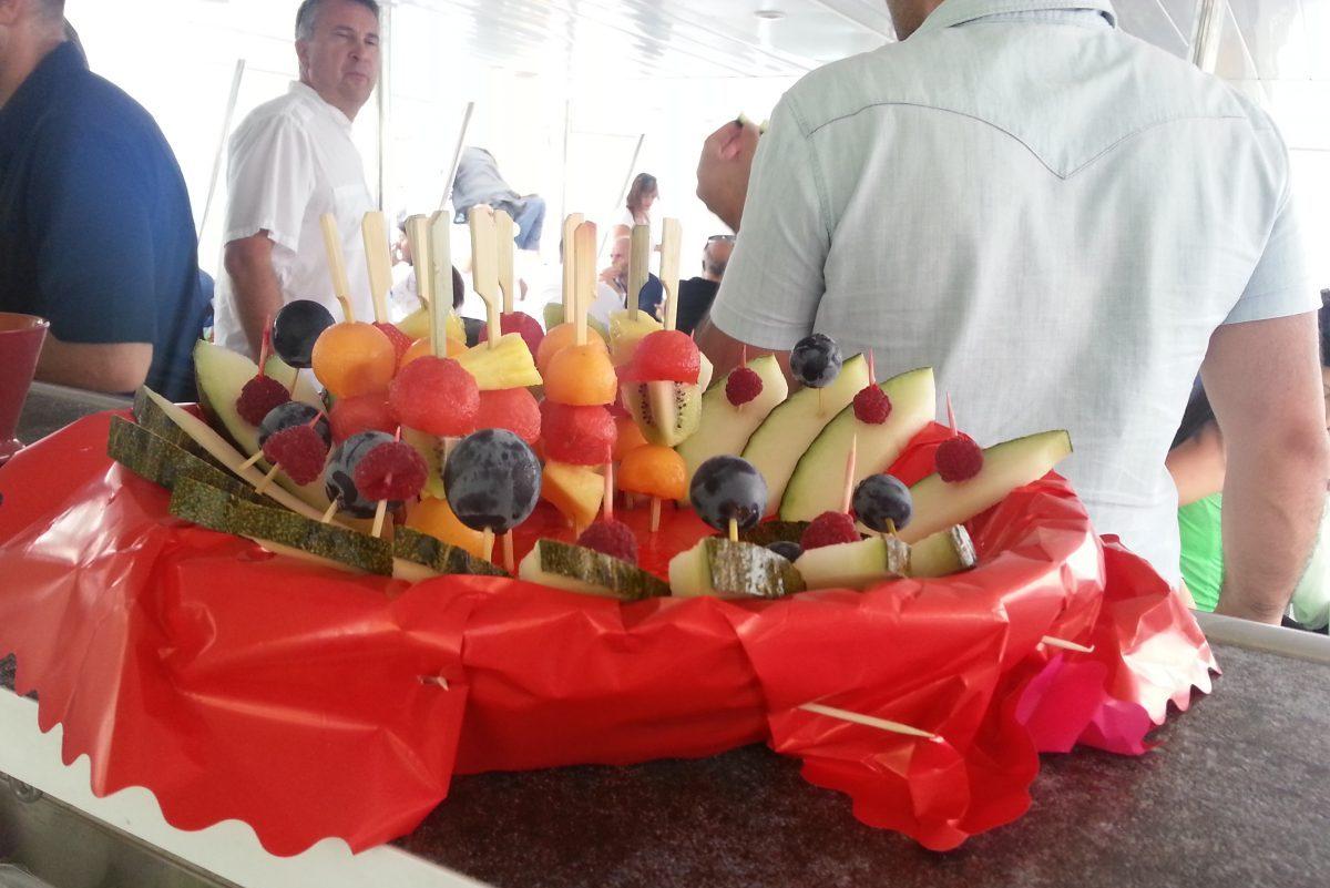 catamaran navivoile tarifs groupe agence bateau privatise au depart de canet en roussillon ou port vendres dans les pyrenees orientales buffet traiteur