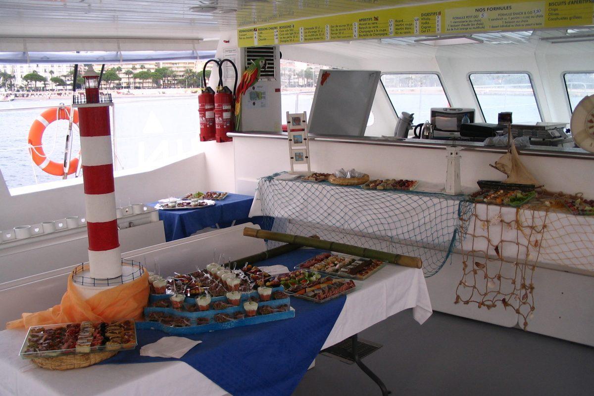 catamaran navivoile tarifs groupe agence bateau privatise au depart de canet en roussillon ou port vendres dans les pyrenees orientales buffet traiteur pare