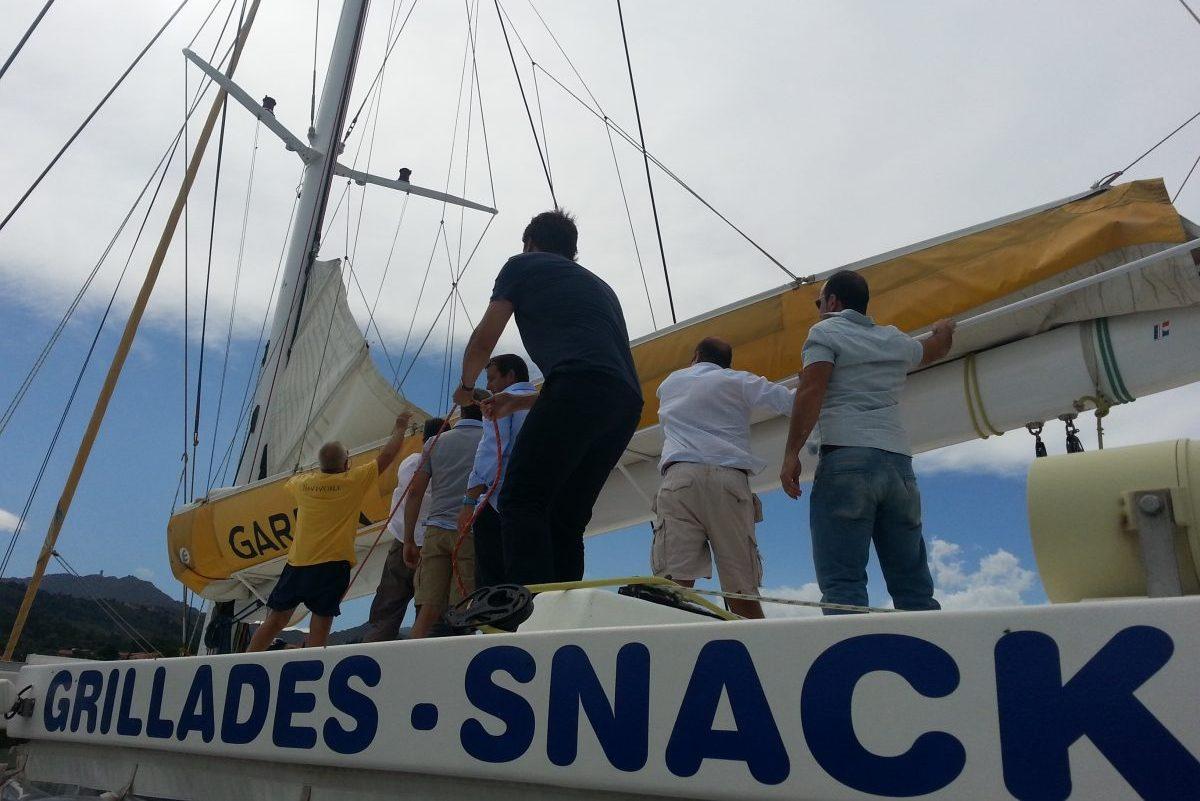 catamaran navivoile tarifs groupe agence bateau privatise au depart de canet en roussillon ou port vendres dans les pyrenees orientales debut de l'effort