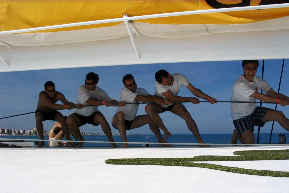 catamaran navivoile tarifs groupe agence bateau privatise au depart de canet en roussillon ou port vendres dans les pyrenees orientales passagers en plein effort