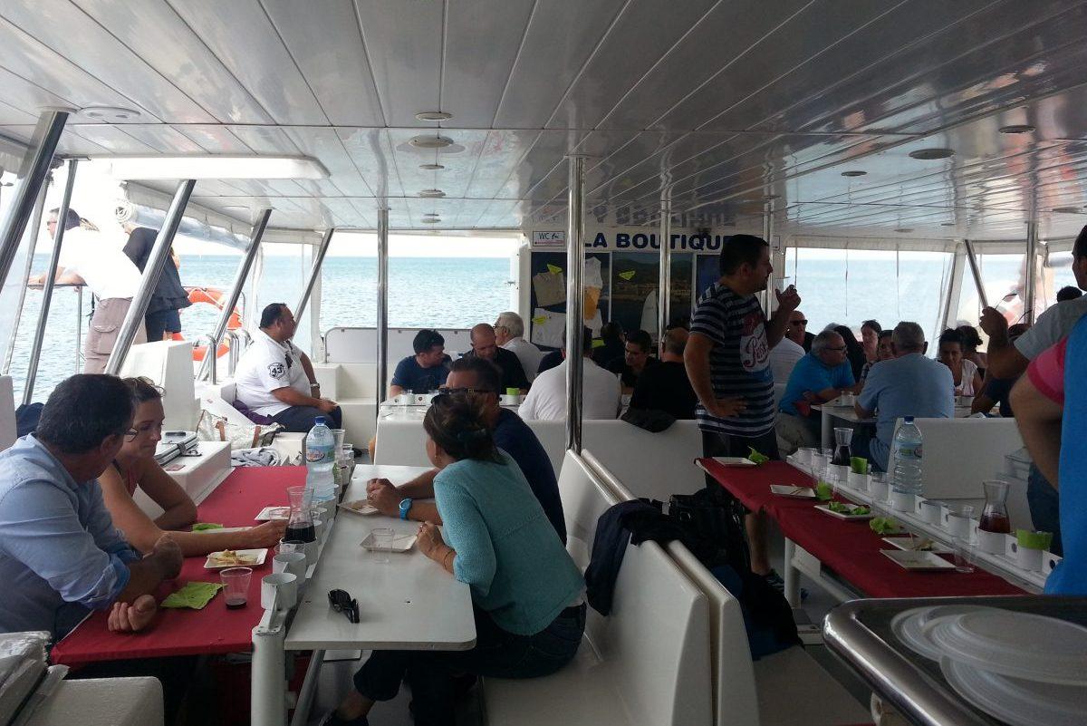catamaran navivoile tarifs groupe agence bateau privatise au depart de canet en roussillon ou port vendres dans les pyrenees orientales passagesr a table