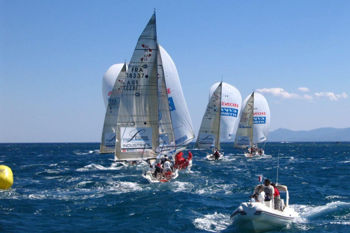 catamaran navivoile tarifs groupe agence bateau privatise au depart de canet en roussillon ou port vendres dans les pyrenees orientales regate en face de port barcares