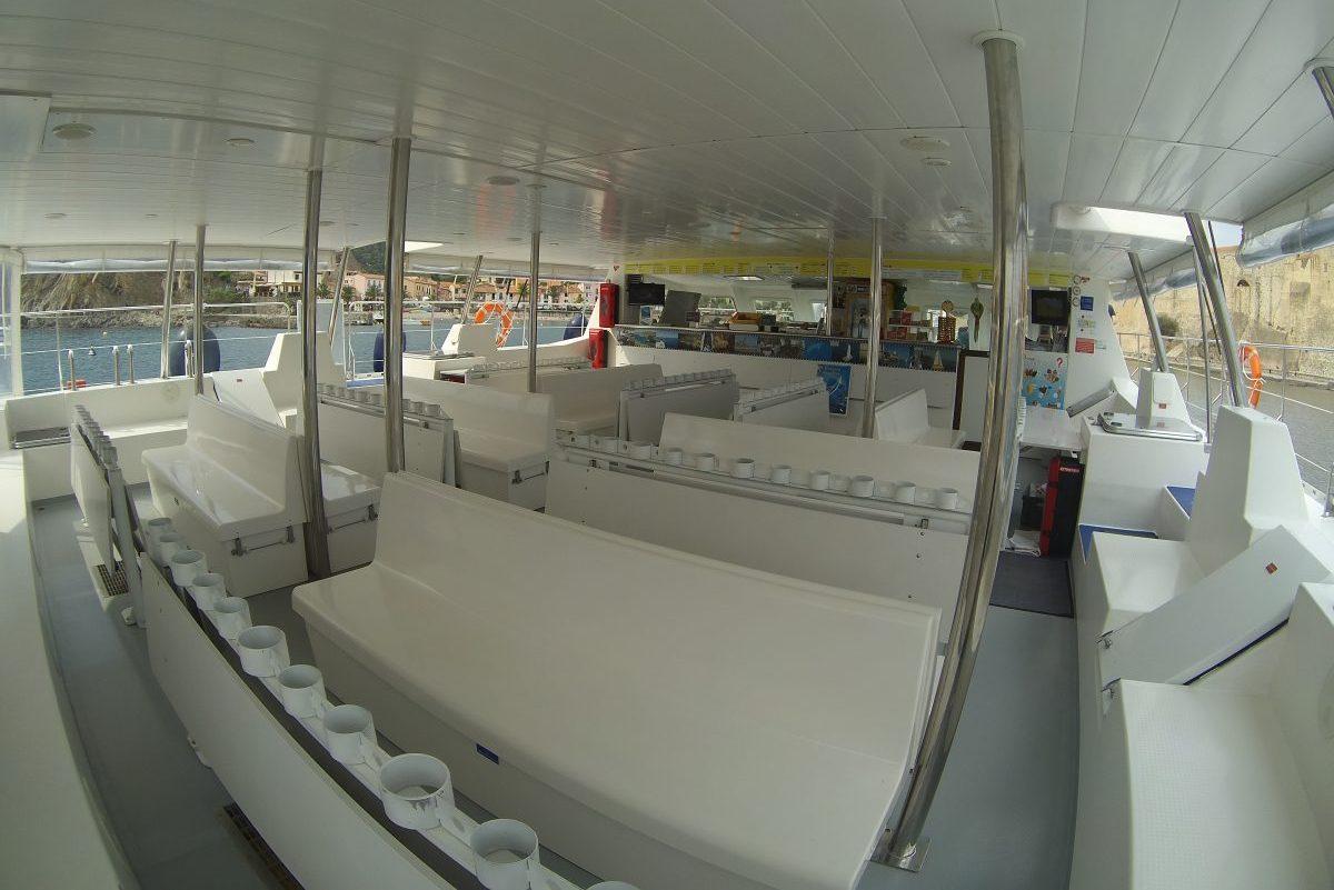 catamaran navivoile tarifs groupe agence bateau privatise au depart de canet en roussillon ou port vendres dans les pyrenees orientales avant depart du seminaire