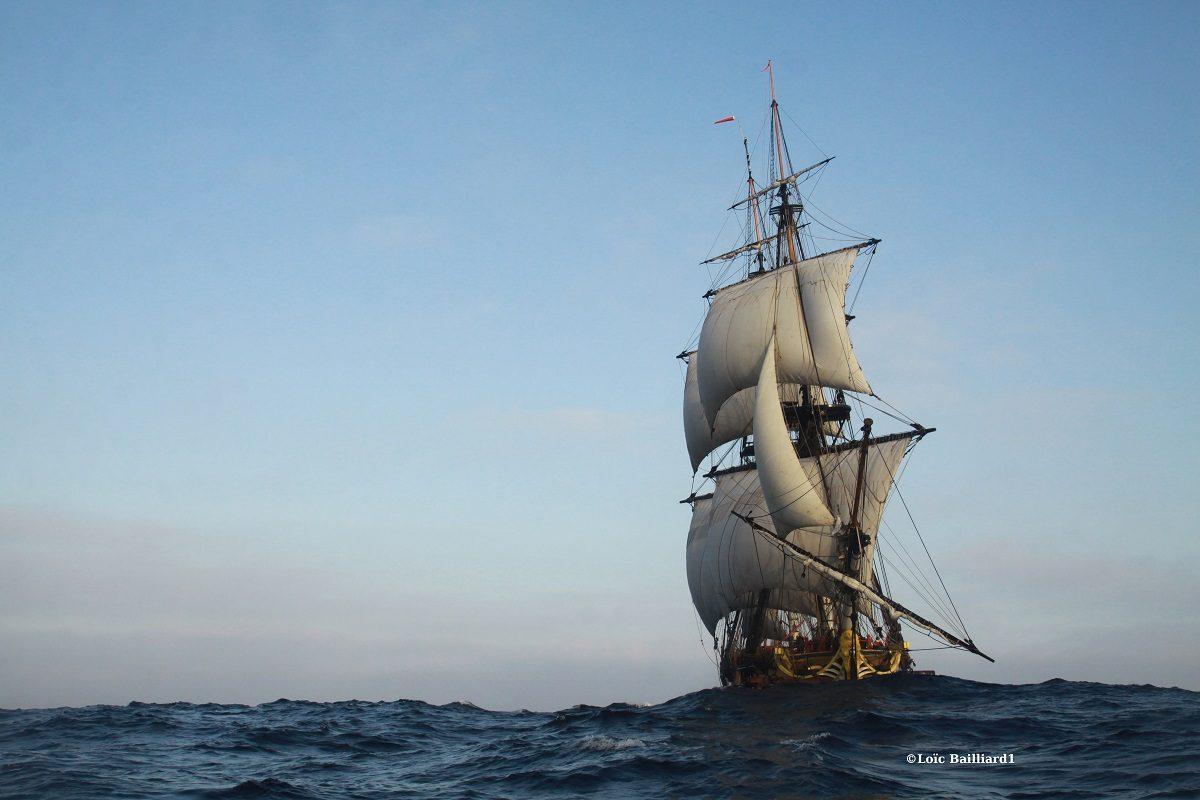 escale de l hermione à port vendres catamaran navivoile